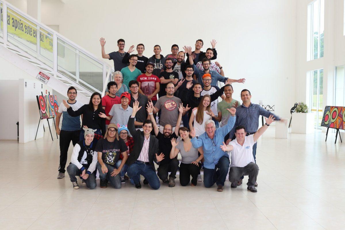 Equipes desenvolvem soluções interativas durante primeira Hackathon Tá de Pé